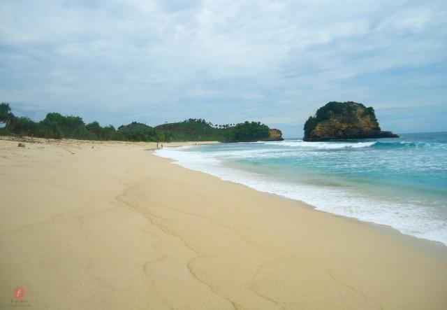 Pantai Modangan Berpasir Putih Ujung Barat Daya Malang Sepi Berombak
