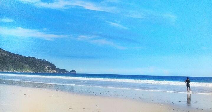 Pantai Modangan Malang Hits Spot Selfie Love Ombak Deras Hamparan