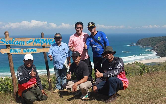 Soft Opening Paralayang Bukit Waung Pantai Modangan Kecamatan Tonjolkan Kawasan