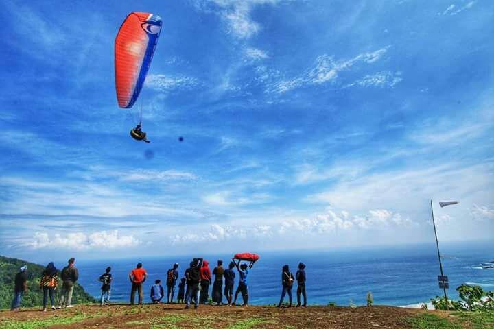 Wisata Paralayang Merangkai Bukit Waung Pantai Modangan Nama Inovasi Desa