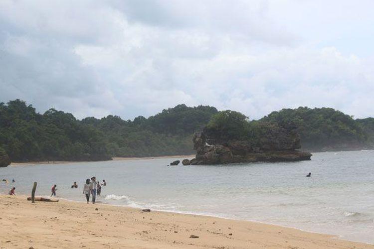 Berita Foto Keeksotisan Pantai Kawasan Hutan Malang Selatan Kompas Selok