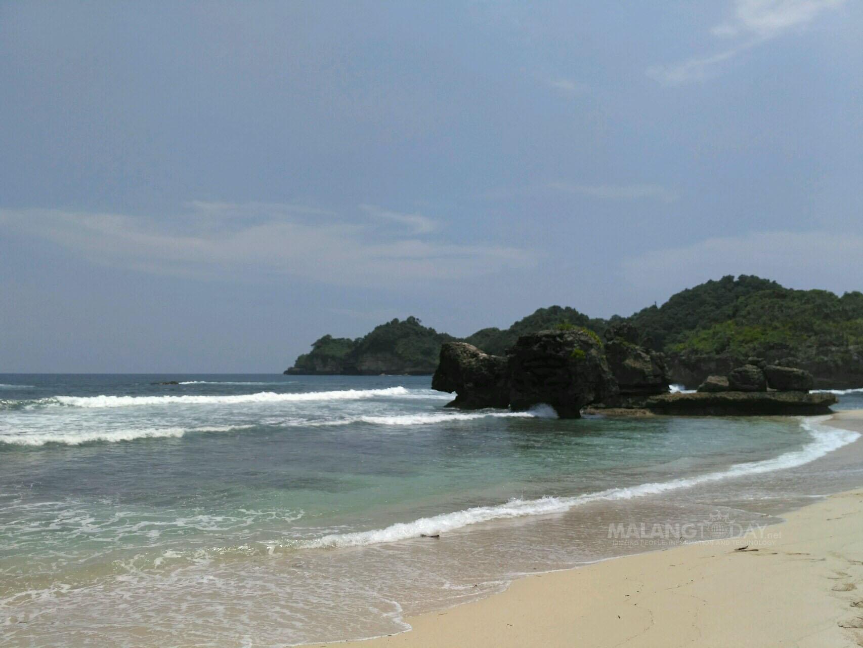 Indahnya Pasir Putih Pantai Selok Kabupaten Malang Pemandangan Dhimas Banyu