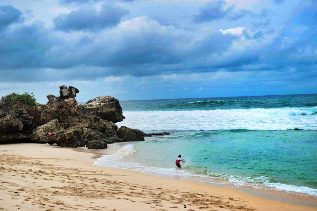 Obyek Wisata Pantai Selok Banyu Meneng Malang Kab