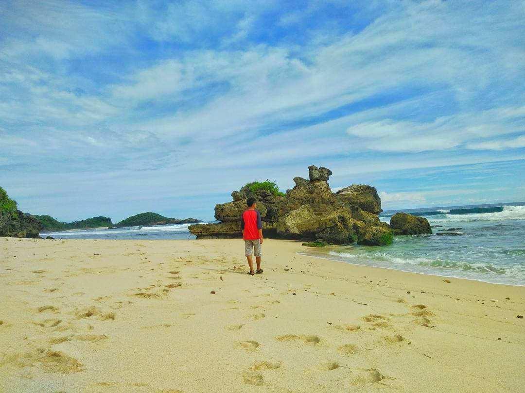 Pantai Selok Banyu Meneng Dua Wisata Malang Indah Berdekatan Kab