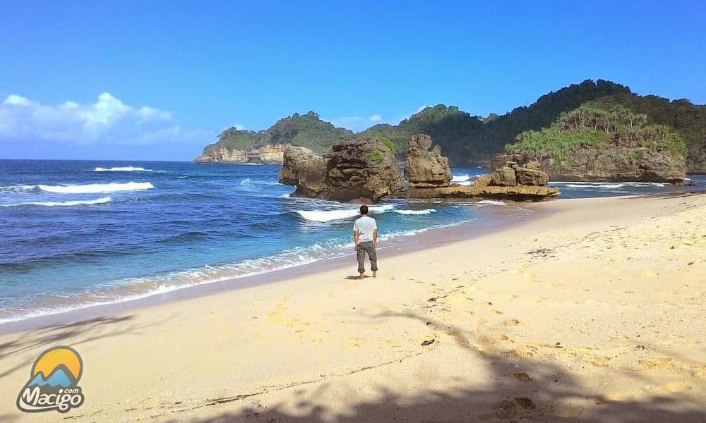 Pantai Selok Banyu Meneng Macigo Malang Sumberbening Bantur Kabupaten Kab