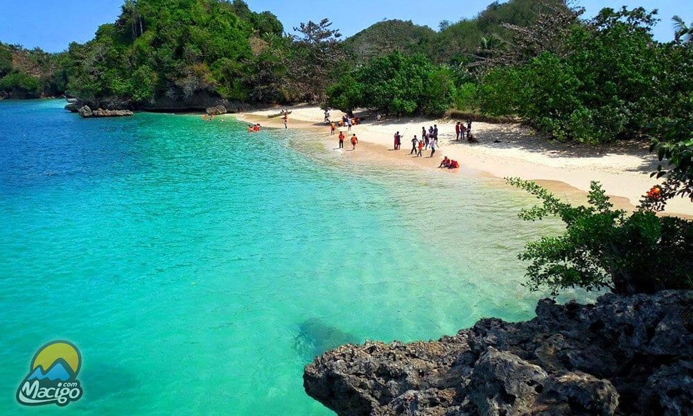 Pantai Selok Banyu Meneng Macigo Malang Tiga Warna Kab