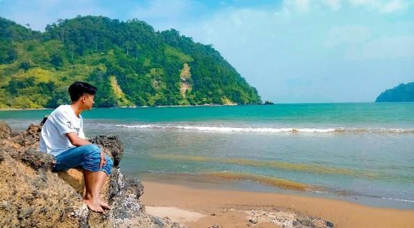 Pantai Sipelot Malang Gratis Eksotis Aktivitas Mantai Coban Kab