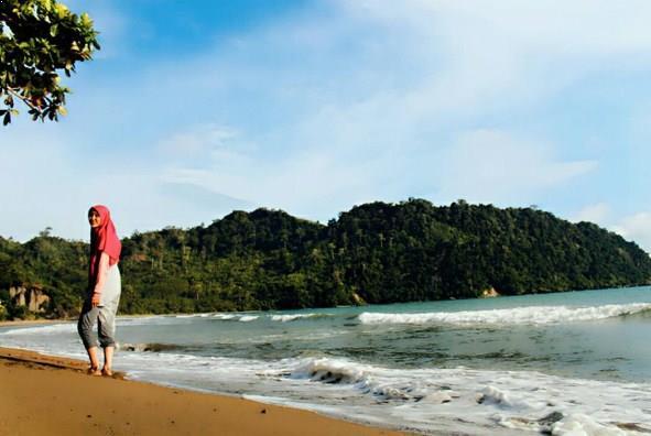 Pantai Sipelot Malang Gratis Eksotis Coban Kab
