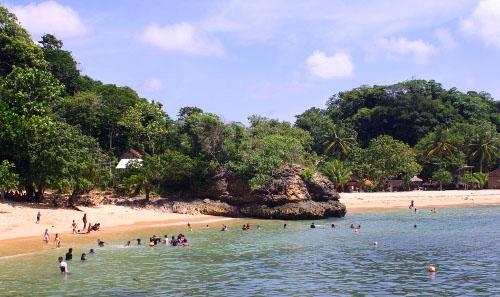 Pemandangan Alami Pantai Sipelot Malang Mempesona Wisata Indah Pasir Berwarna