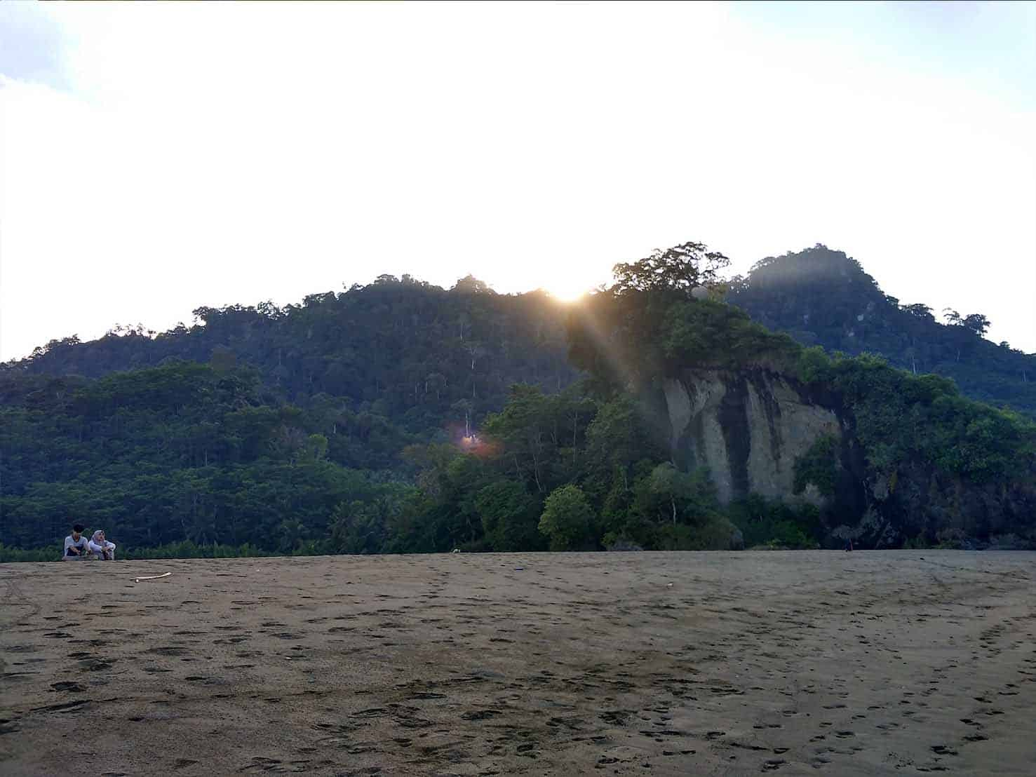 Sekilas Cerita Pantai Sipelot Lingkar Malang Bertetangga Kawasan Lenggoksono Banyu