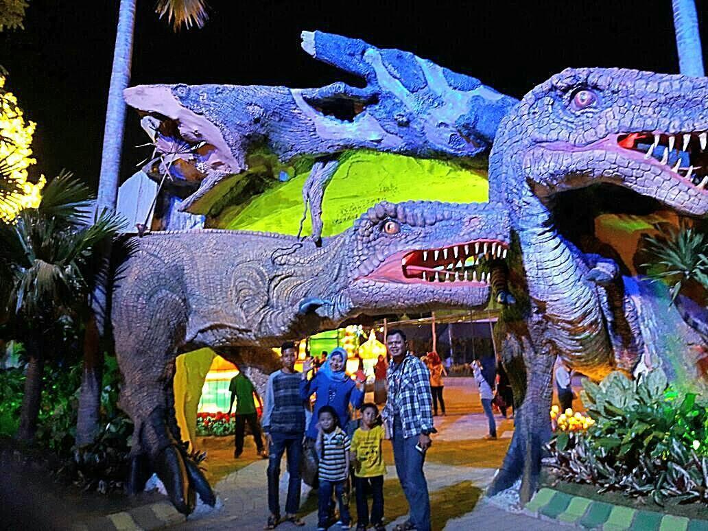 Malang Night Paradise Hawai Waterpark Taman Replika Dinosaurus Water Park