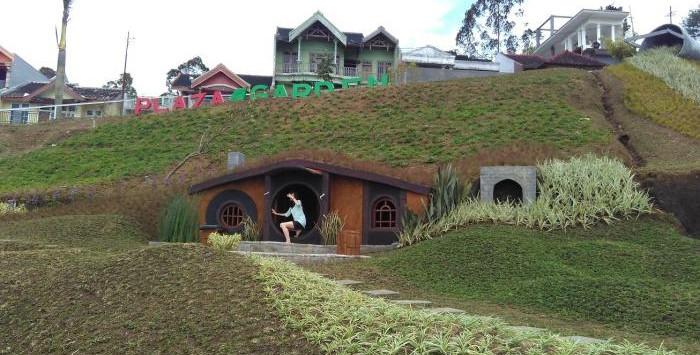 Serunya Main Taman Kelinci Rumah Hobbit Malang Kab