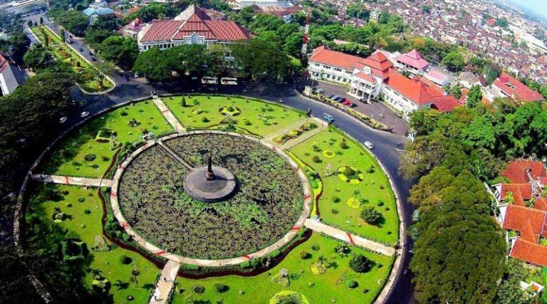 10 Tempat Wisata Malang Terkenal Suasana Asri Taman Kunang Kab