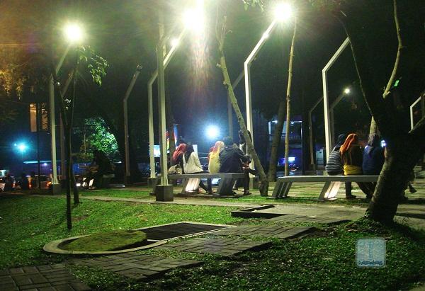 Piknik Asyik Nggak Jauh Kok Halomalang Taman Kunang Kab Malang