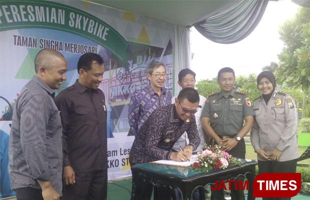Malang Kota Bermartabat Wali Resmikan Skybike Anton Melakukan Penandatanganan Meresmikan