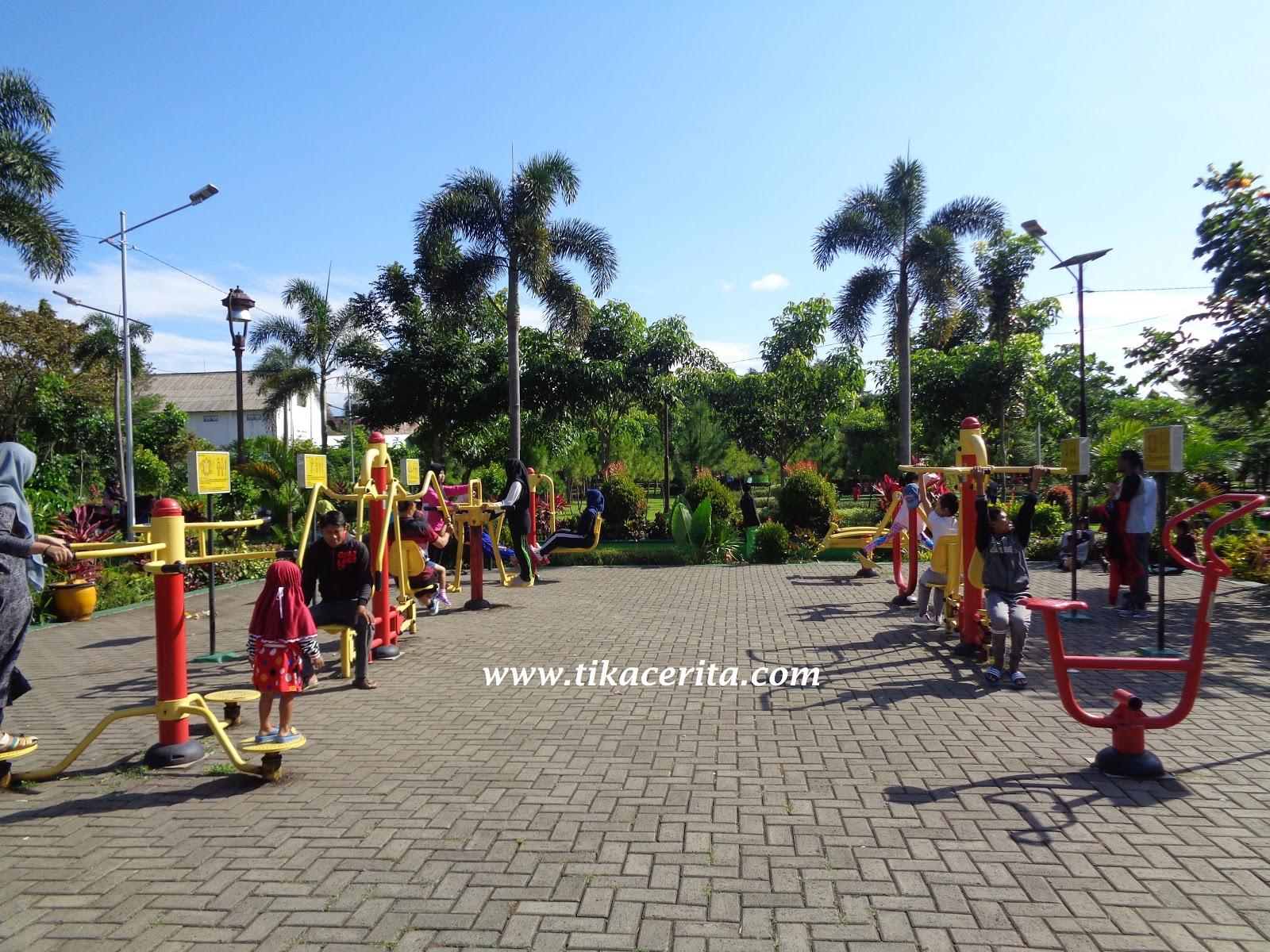 Opini Cerita Ulasan Pilihan Alat Olahraga Taman Singha Merjosari Malang