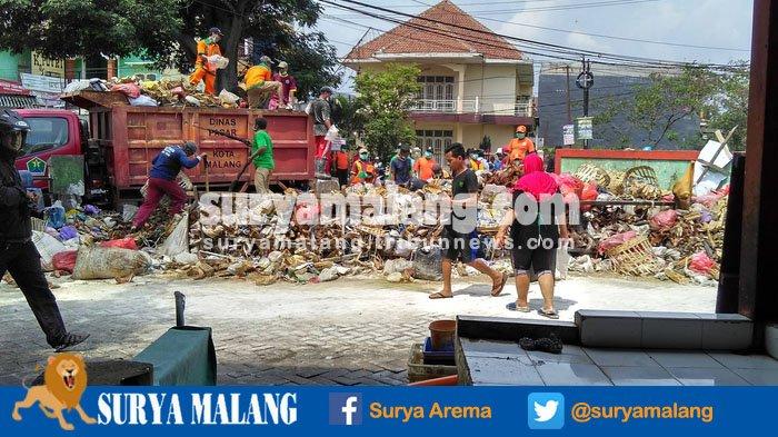 Pasar Penampungan Merjosari Kota Malang Dibongkar Pedagang Melawan Taman Kab
