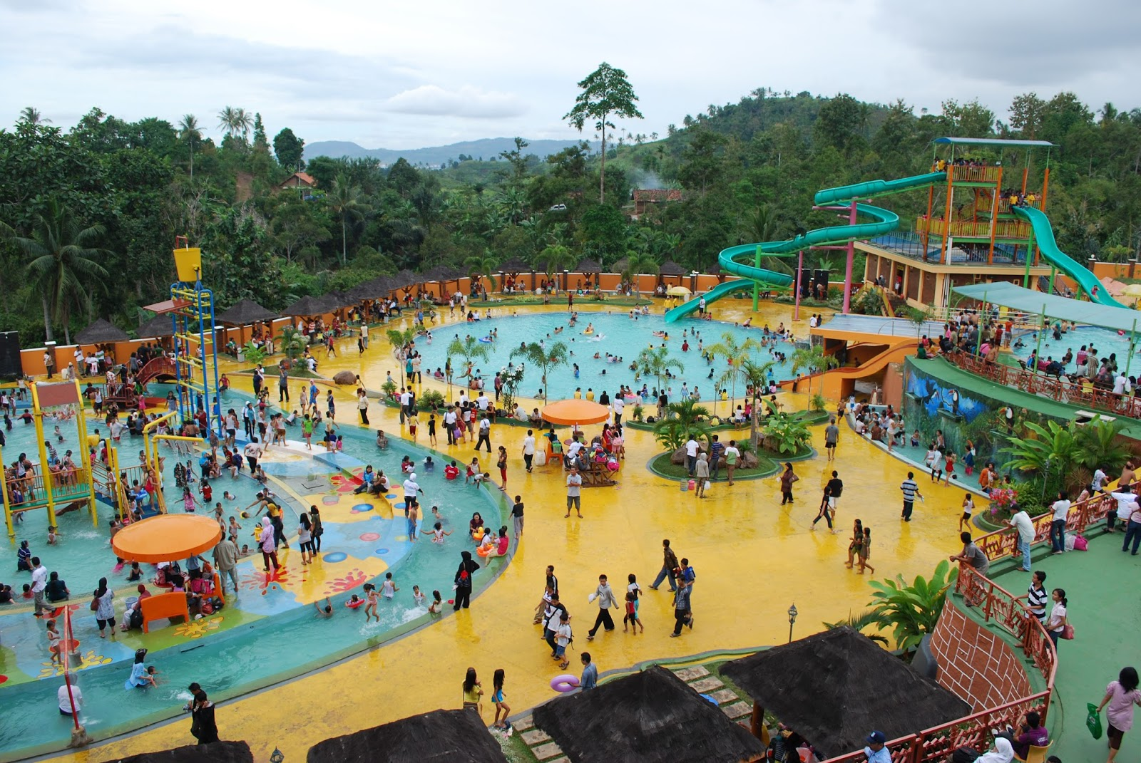 Daftar Lengkap Hotel Dekat Destinasi Wisata Air Taman Rekreasi Sengkaling