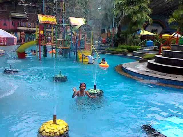 Tempat Wisata Kolam Renang Batu Travelerbase Traveling Tips Berlibur Taman
