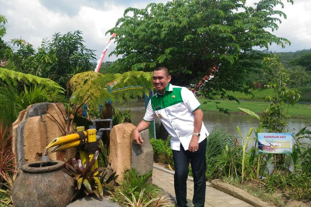 Malang Merdeka Bertambah Satu Taman Kota Abah Anton Berpose Slamet