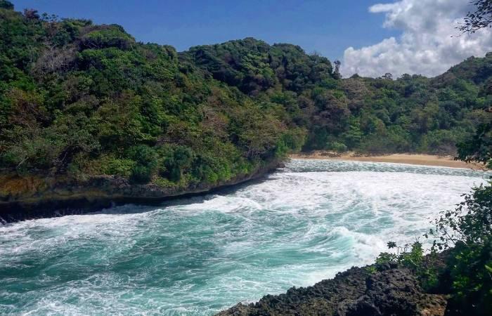 Antara Pantai Mbehi Rante Wulung Teluk Bidadari Malang Selatan Galeri