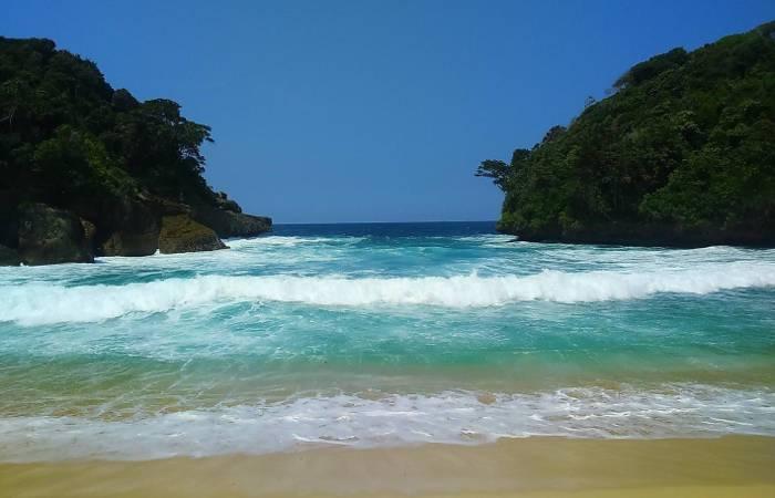 Antara Pantai Mbehi Rante Wulung Teluk Bidadari Malang Selatan Kab