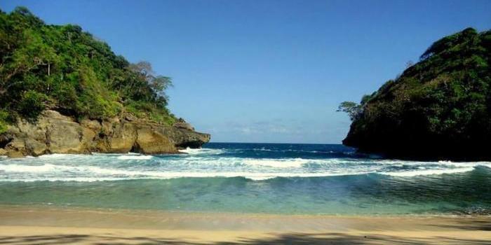 Intip Indahnya Surga Tersembunyi Bernama Pantai Mbehi Ngalam Wikimapia Teluk