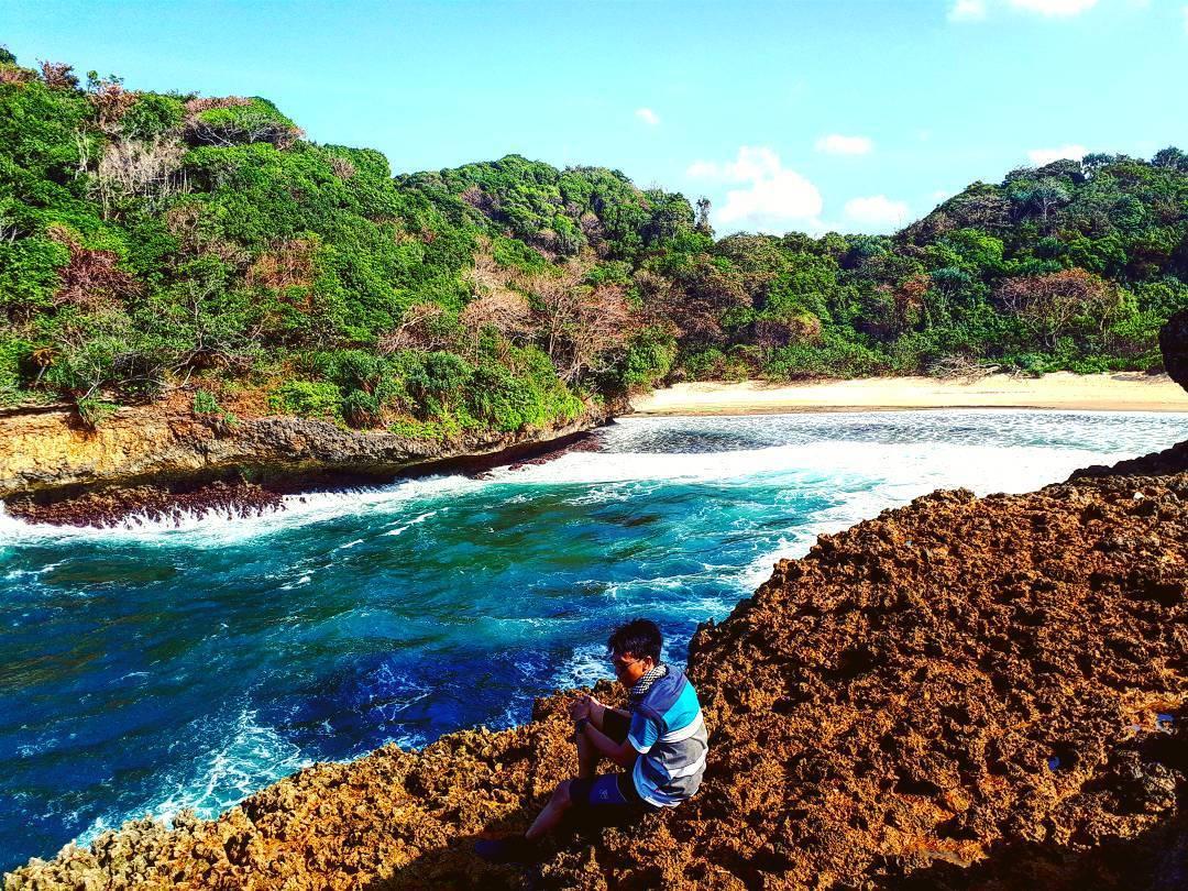 Lihat Yuk 7 Destinasi Wisata Alam Unik Malang Pantai Mbehi