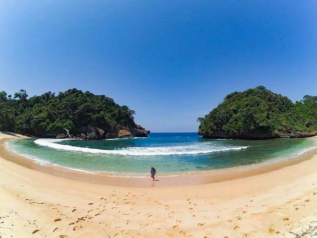 Pantai Mbehi Holiday Teluk Bidadari Kab Malang