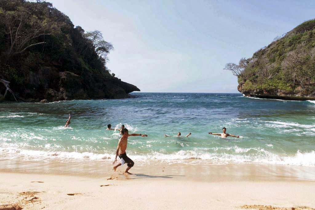 Pantai Mbehi Pesona Bahari Eksotisme Malang Lihat Id Teluk Bidadari