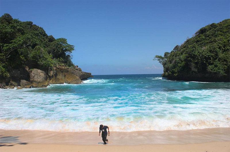 Wisata Kota Malang Ya Adventure Indonesia Yuk Pantai Mbehi Vio