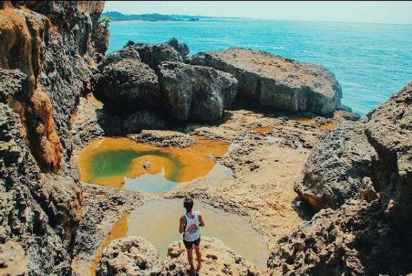 Wisata Teluk Bidadari Xplora Id Alam Pantai Mbehi Kab Malang