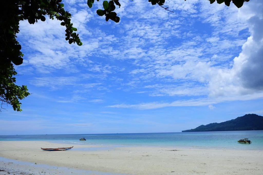 Keindahan Bahari Maluku Destinasi Pergantian Bising Pantai Itawaka Kab Tengah
