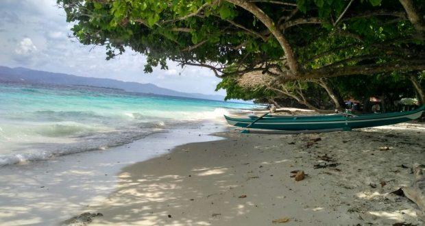 Hamparan Pasir Putih Keindahan Pantai Liang Maluku Tengah Berita Daerah