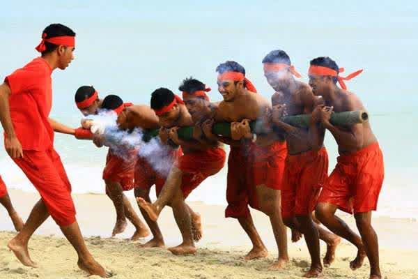Sejuta Wisata Bahari Sejarah Budaya Alam Maluku Tengah Bambu Gila