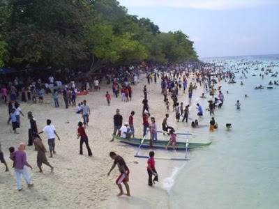 Ambon Manise Pantai Liang Biasanya Ramai Pengunjung Waktu Liburan Sekolah