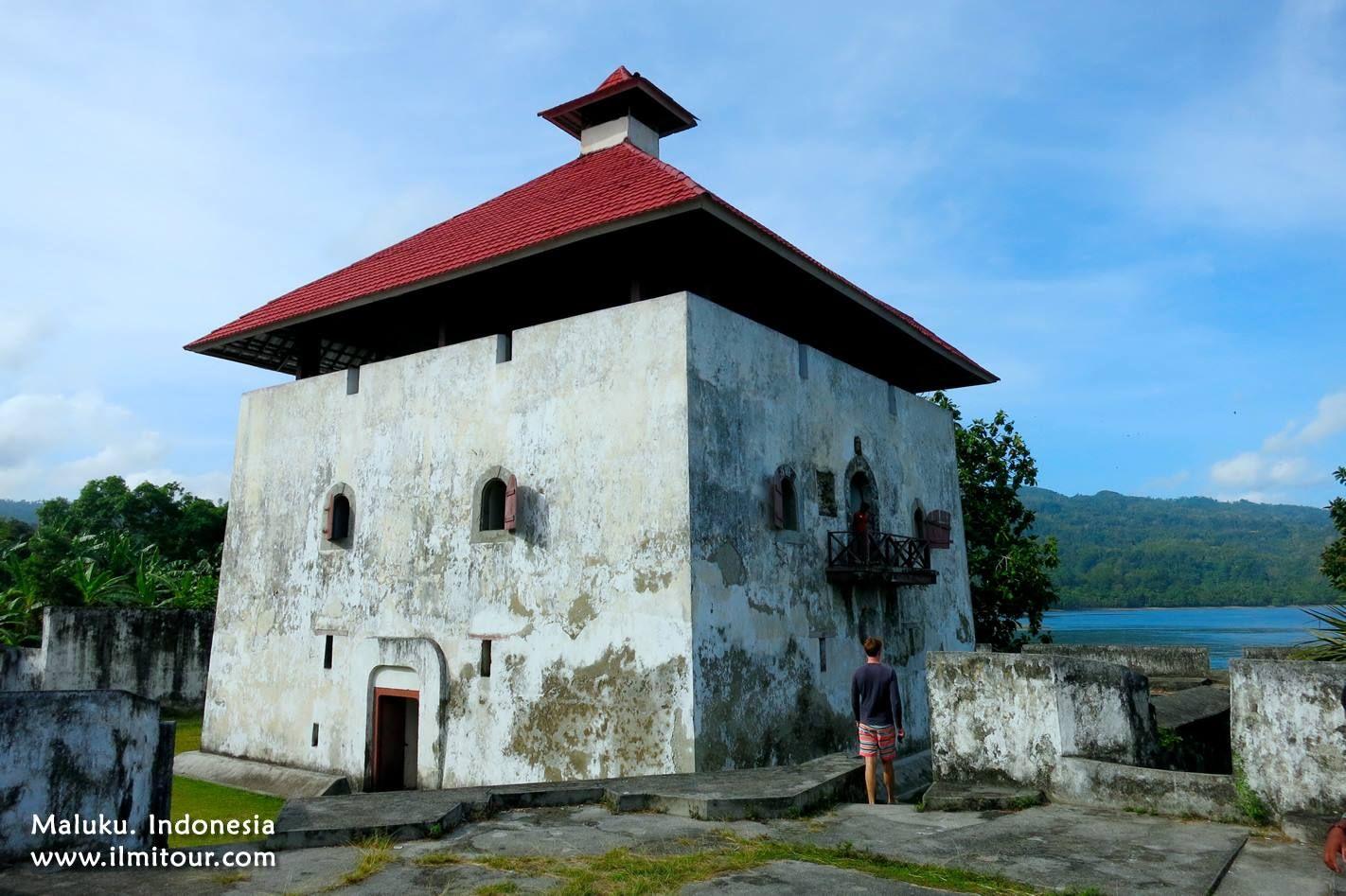 Benteng Amsterdam Negeri Hila Kecamatan Leihitu Maluku Tengah Pantai Wasisil