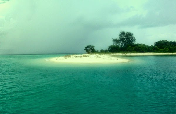 Mollucas 2014 Secara Administratif Kawasan Pulau Pombo Masuk Wilayah Kecamatan