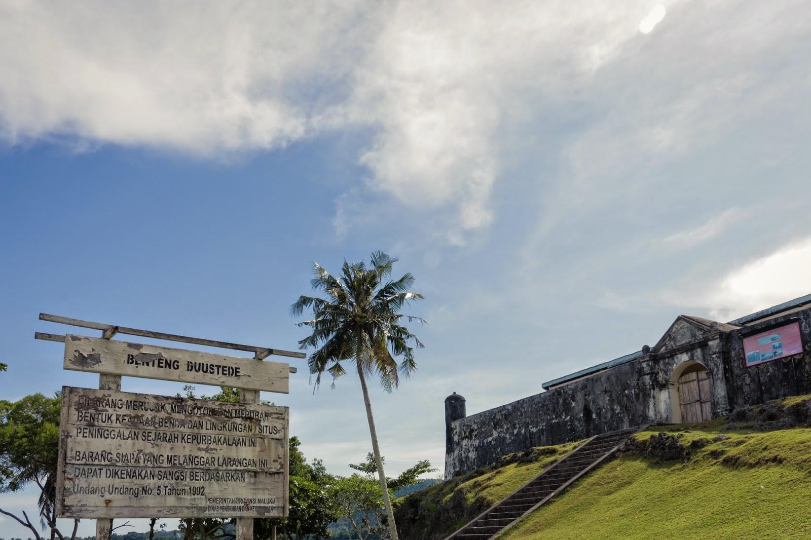 Negeri Ulath Ouw Saparua Maluku Tengah Manise Benteng Duurstede Pantai