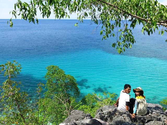 Pulau Maluku Colour Indonesia Menikmati Suasana Biru Laut Atas Perbukitan