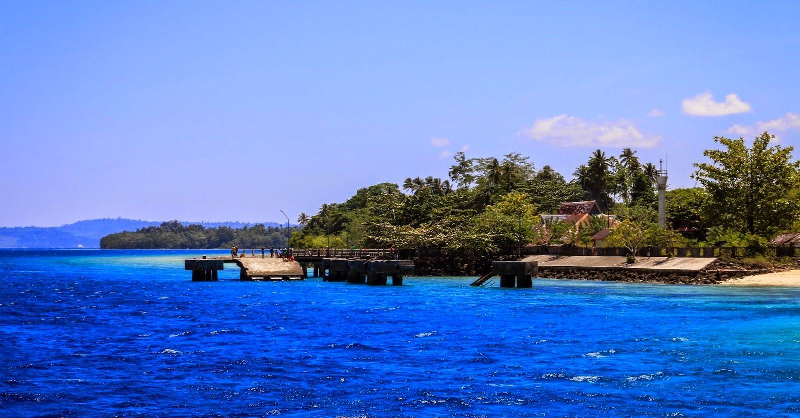 Pulau Saparua Jpg Memiliki Peninggalan Sejarah Salah Satunya Pantai Waisisil