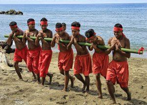 Sejuta Pesona Maluku Tengah Requisitoire Magazine Puncak Tugu Terdapat Lambang