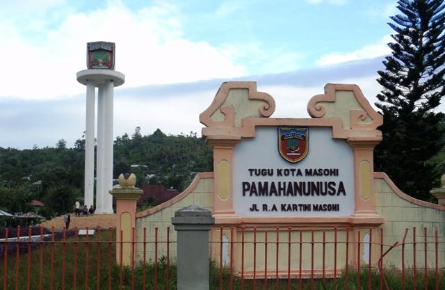 Sejuta Wisata Bahari Sejarah Budaya Alam Maluku Tengah Tugu Pamahanunusa
