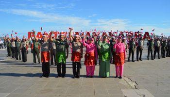 Kabupaten Mamuju Tni Polri Merah Putihkan Pantai Manakarra Kab