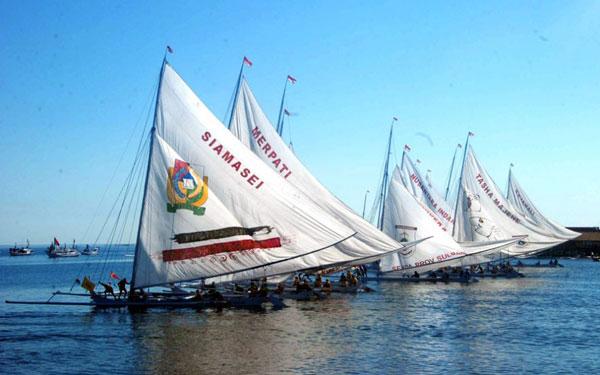 Pantai Manakarra Teluk Mamuju Celebes Lomba Perahu Sandeq Kab