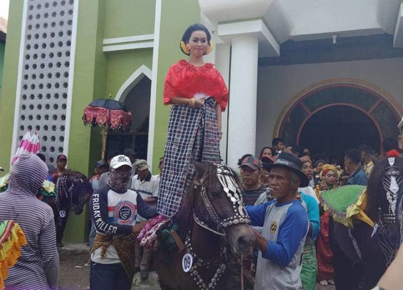Foto Serunya Festival Malauyung Sayang Pattu Du Desa Tangnga Polman