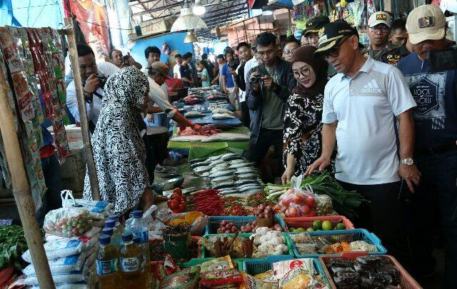 Jelang Ramadhan Bupati Mamuju Pantau Ketersediaan Harga Sembako Pesta Pattudu