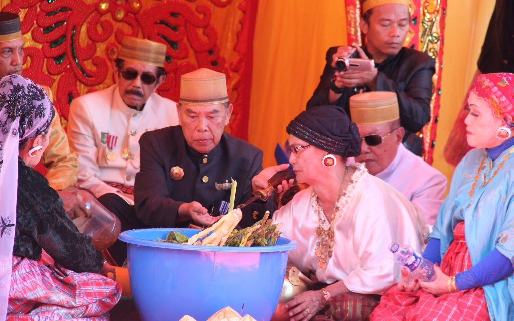 Masossor Manurung Pencucian Keris Pusaka Poros Sulbar Pesta Pattudu Kab
