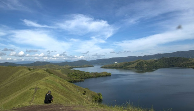 Improving Welfare Arfak Mountain People Travel Tempo Danau Sentani Dilihat