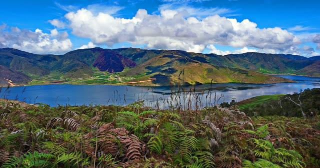 Misteri Sepasang Danau Indah Pegunungan Arfak Michaelullo Kisah Dua Anak